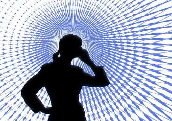l'ombre d'une personne recevant un appel