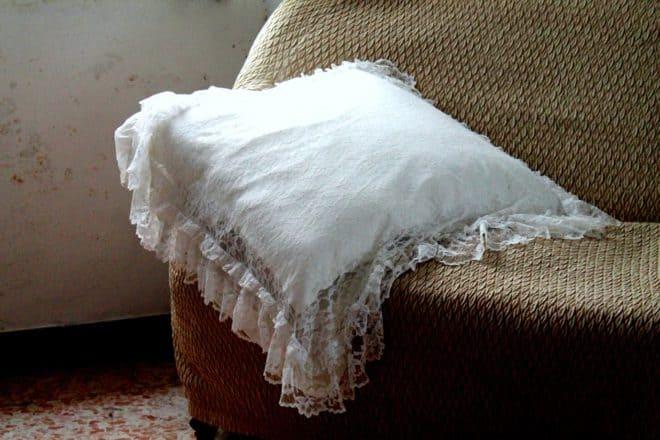 comment faire pour blanchir un oreiller jauni. Black Bedroom Furniture Sets. Home Design Ideas