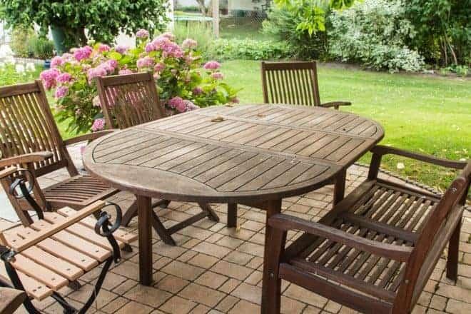 Les solutions pour nettoyer son mobilier de jardin