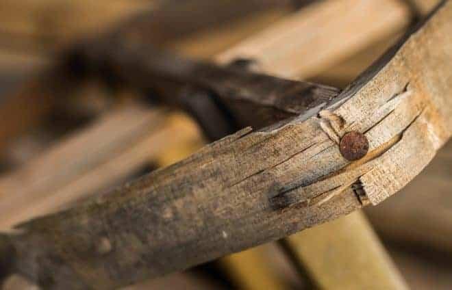 Un morceau de bois propice aux échardes.