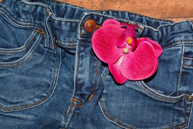 Une paire de jeans.