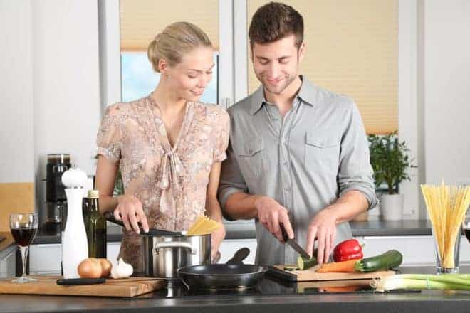 Couple en cuisine