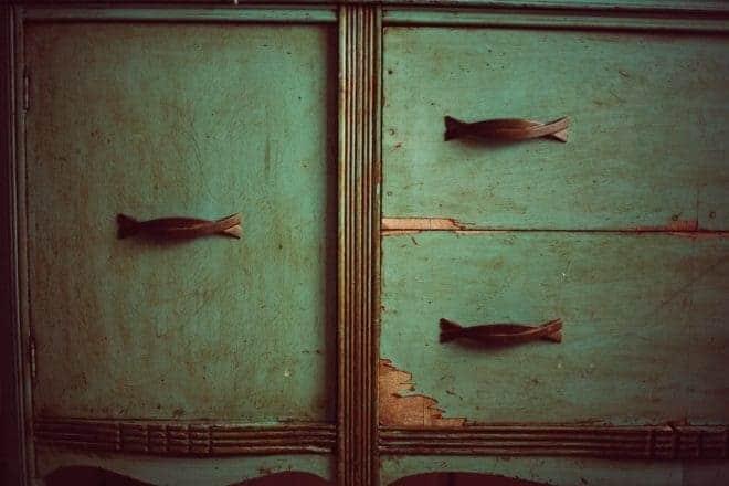 Mettre à neuf vieille armoire