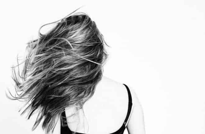 Cheveux longs au vent