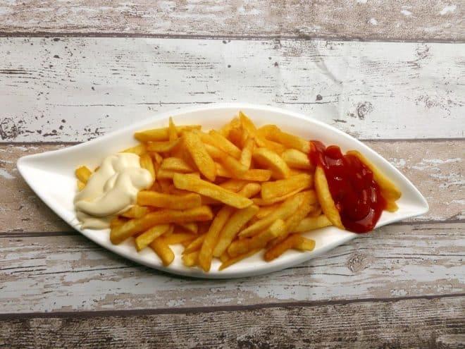Une assiette de frites