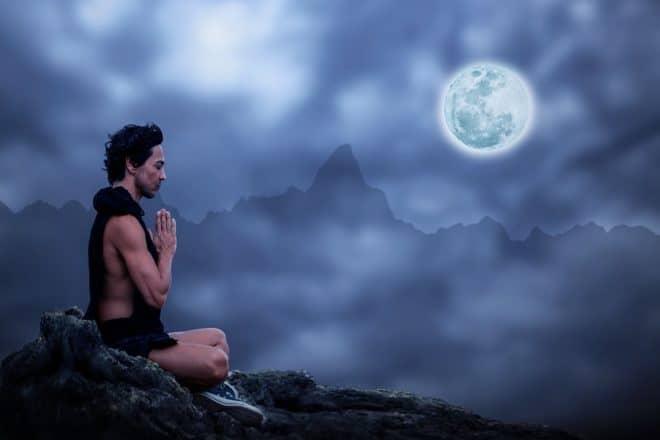 Méditer le soir