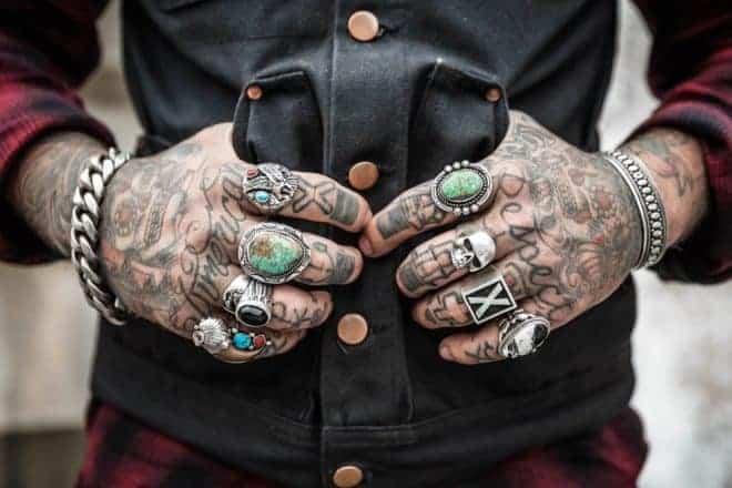 Tatouage sur main