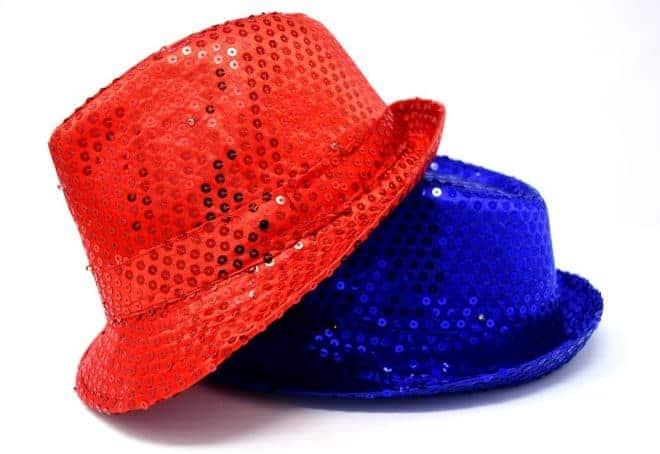 Chapeau paillettes bleu et rouge
