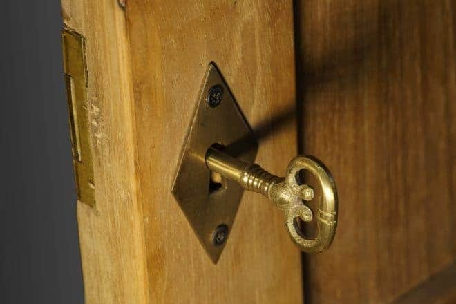 Porte fermée, clé