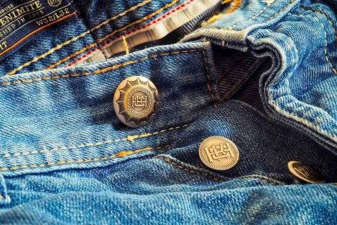 Jean à bouton