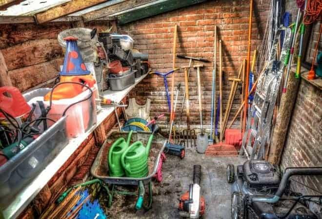Hangar, plusieurs outils