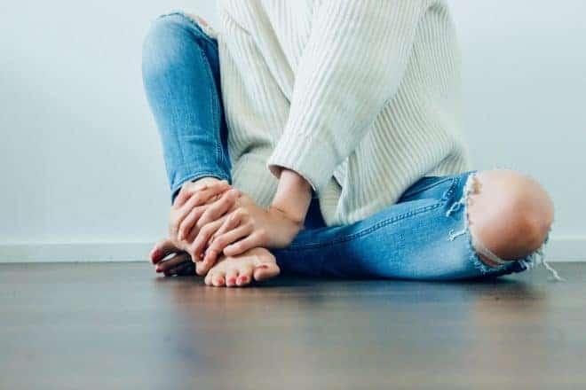 Un pantalon en jeans.