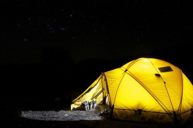 Une tente à la belle étoile