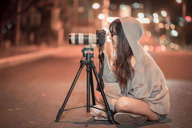 Fille, appareil photo, rue