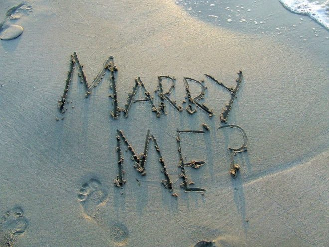 Plage, demande en mariage