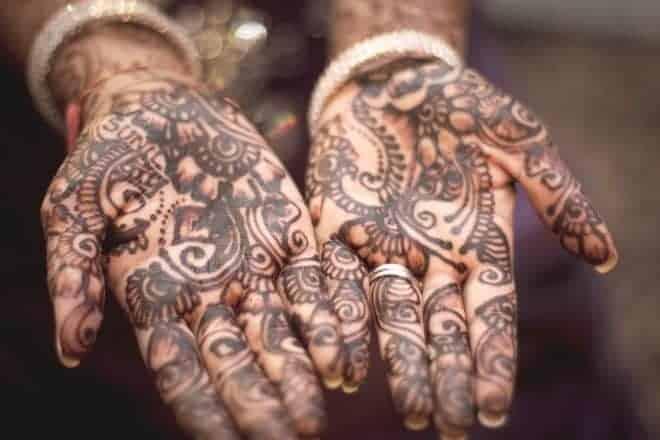 Hennés, mains