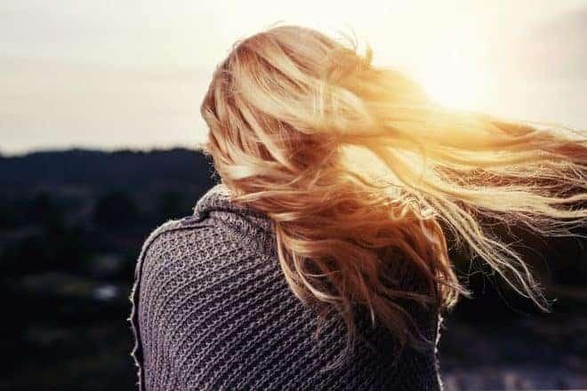Jeune femme, cheveux blondes