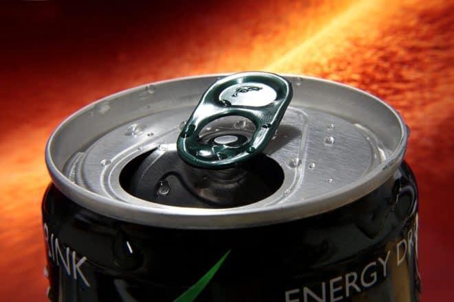 Une canette de boisson énergisante