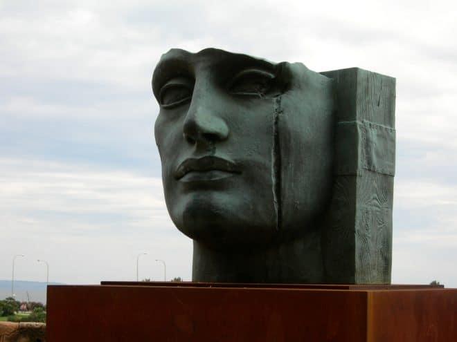 Monument, cicatrice.