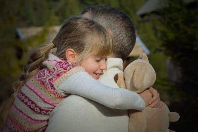 Père et fille, calin