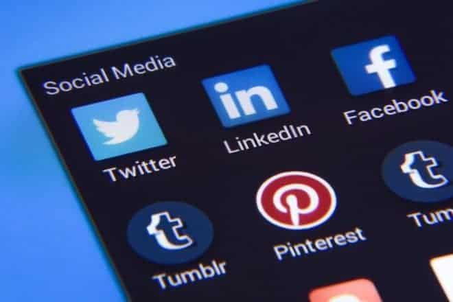 Réseaux sociaux, smartphone