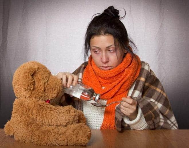 Fille, médicament, grippe
