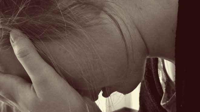 Femme en larmes.