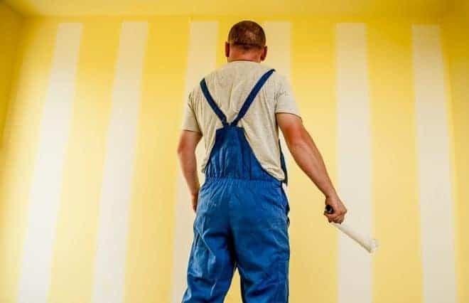 Homme, peindre mur